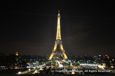 Eiffel Tower lights for Christmas