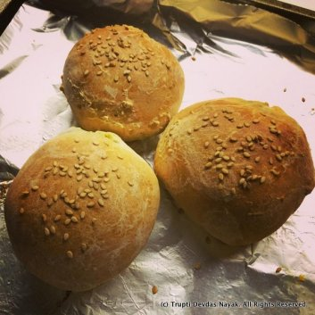 Fresh-out-of-the-oven-palya-bun