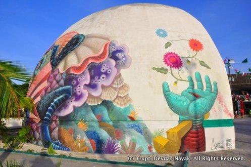 Street-Art-Hand-Holbox